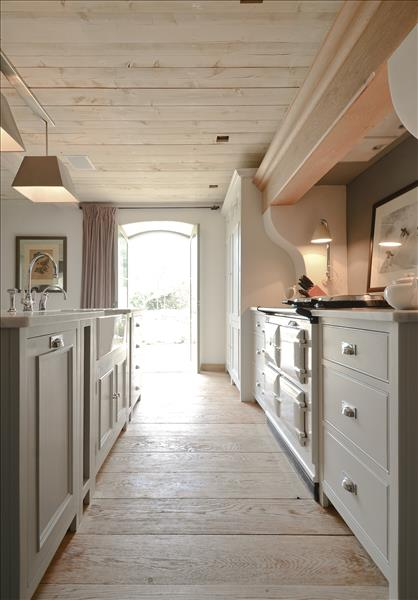 2 Chichester kitchen in Limestone with Neptune Buckland cooker hood