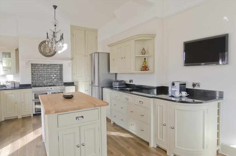 5 Neptune Chichester kitchen with centre island and curved base units for a contemporary look